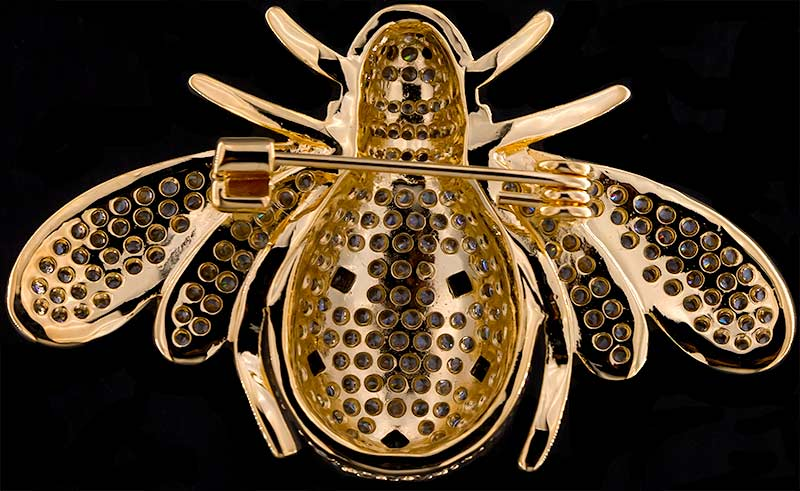 Brosche Käfer goldfarben mit schwarzen und vielen weissen Strass Steinen BR058 unten
