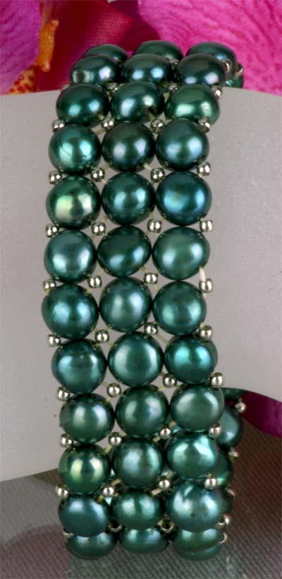 3-Reihiges Grünes Echtes Perlenarmband aus Zuchtperlen